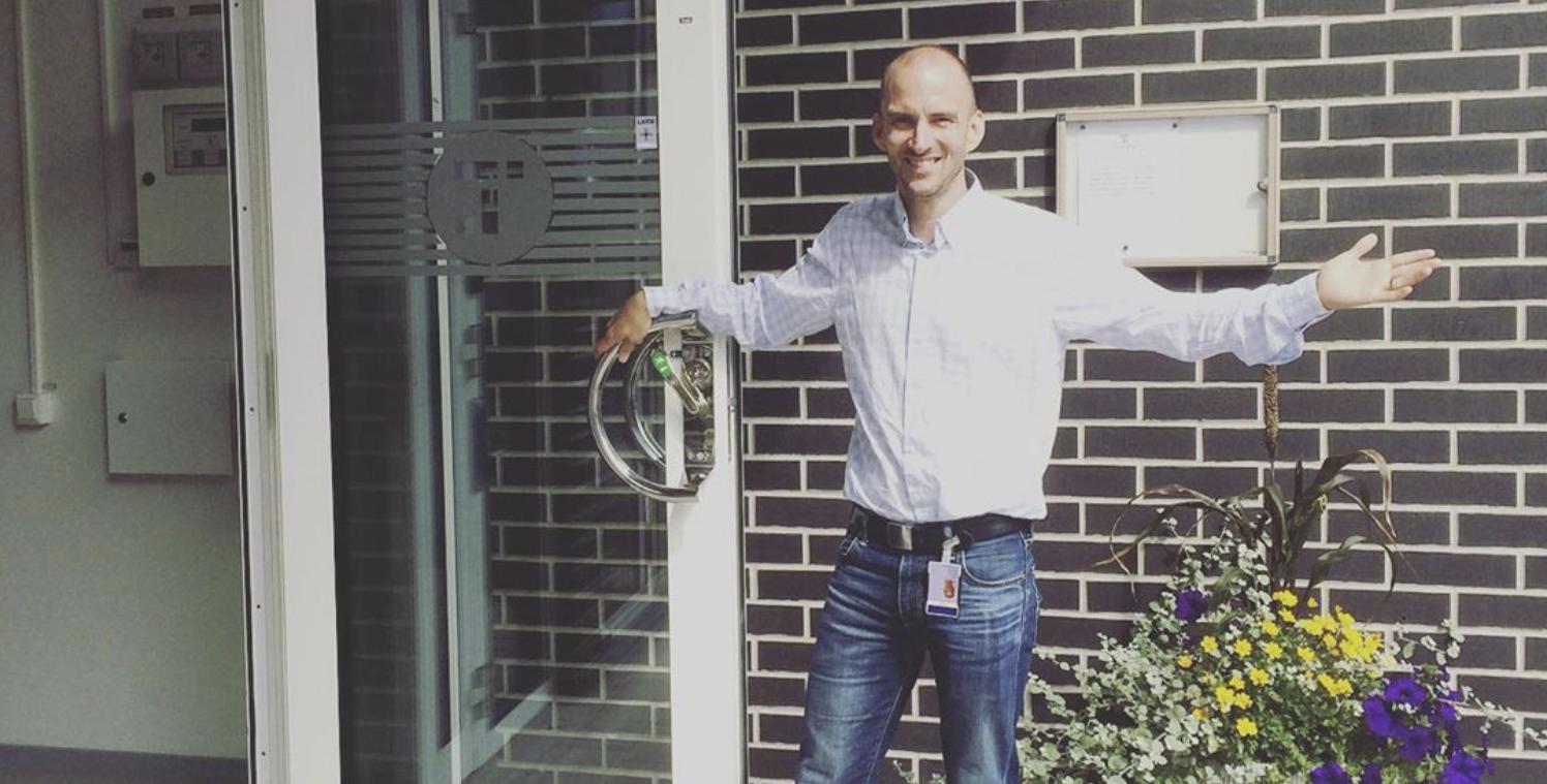 Visit Testa Center with Jesper Hedberg and front door