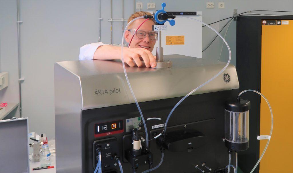 Erik Martinsson with the ArgusEye sensor inline to the AKTA pilot 600
